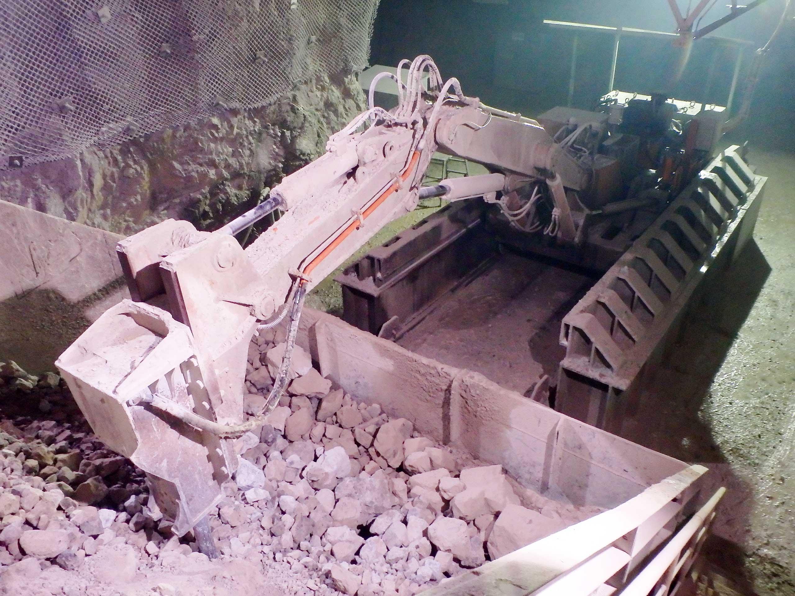 坑道内の破砕設備